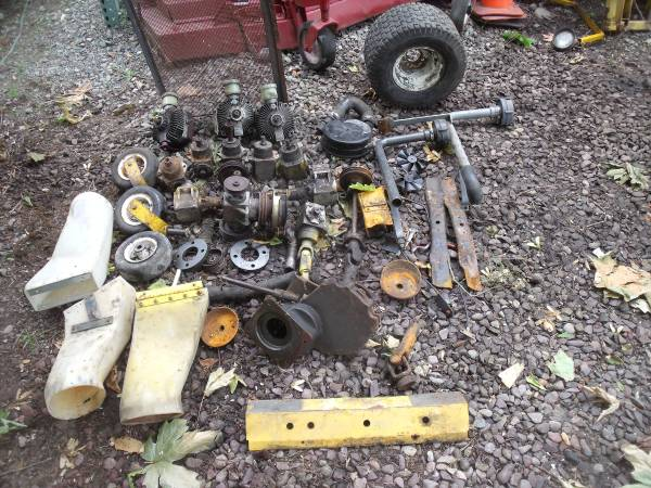 Photo Walker Brand Mower Parts Pumps Gearboxes Ect - $350 (Tacoma)