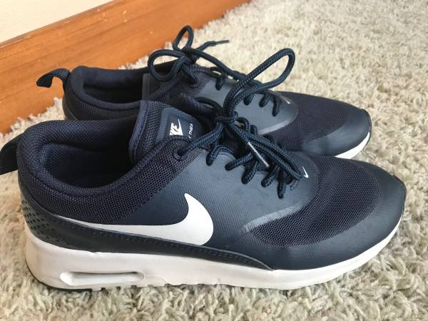 Photo Womens Nike Air Max - $40 (Orting)