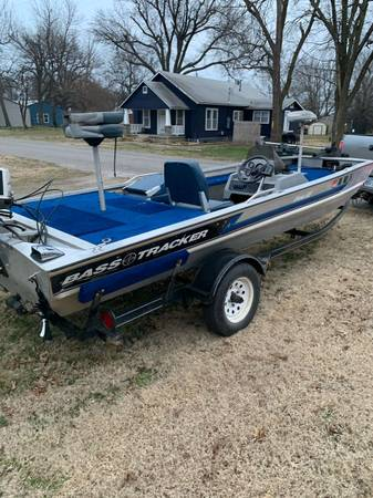 Photo 1993 Bass Tracker Pro 17 boat - $2850 (Columbus)
