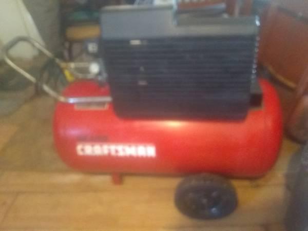 Photo Craftsman air compressor - $100 (Wichita)