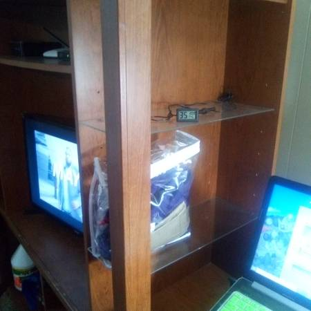 Photo FREE 4 glass shelves (lawrence)