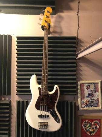 Photo Fender Squier Classic Vibe 6039s Jazz Bass - White - $350 (Midtown)