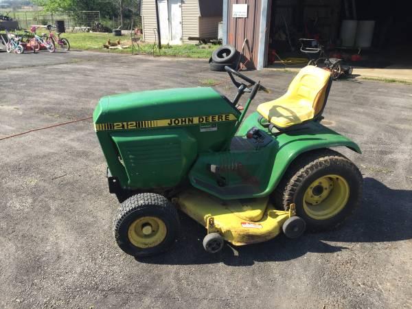 Photo John Deere model 212 lawn tractor - $850 (Humboldt)