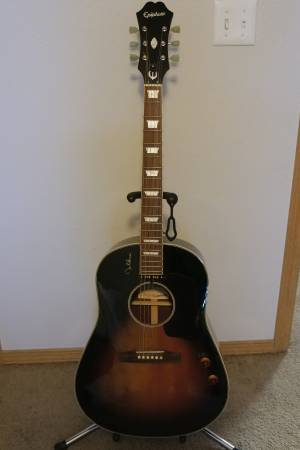 Photo John Lennon Epiphone Acoustic - RARE - $599 (springdale ar)