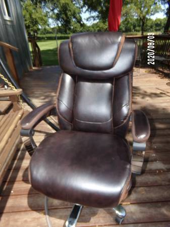 Photo Lazyboy Oversized Big and Tall Leather Office Chair - Like New - $95 (Elsmore)