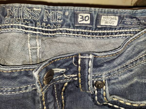 Photo Miss Me jeans size 30 - $40 (Wichita)