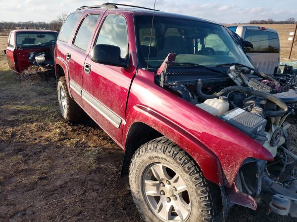 Photo Parting out 2004 Chevy Tahoe 4x4 - $1 (North of Moran)