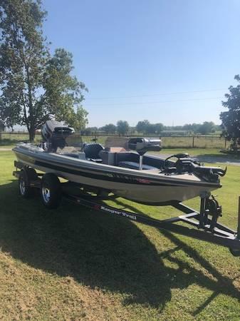 Photo Ranger Boat - $7,800 (Siloam Springs)