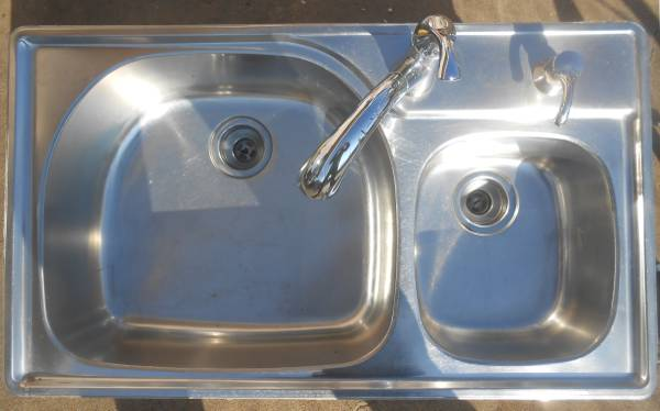 Photo Stainless Steel Kitchen Sink  Pull-down Faucet (fayetteville)