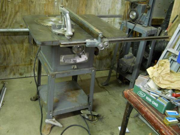 Photo Vintage Delta Rockwell Table Saw 9quot all origional - $155 (Siloam Springs)
