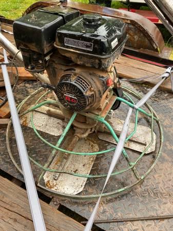 Photo Whiteman 36 power trowel - $1,700 (Coffeyville)