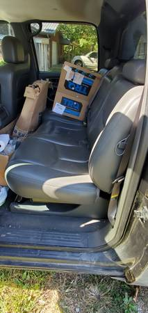 Photo 04-06 chevy avalanche rear gray leather seat - $250 (Perryville)