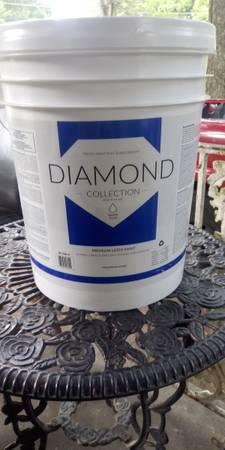 Photo 5 gallon flat white- Diamond Collection - $35 (Memphis)