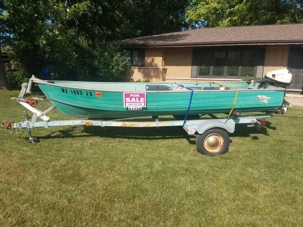 Photo 1439 Crestliner Boat with 9.5hp Johnson Motor - $1,700 (Green Bay (West))