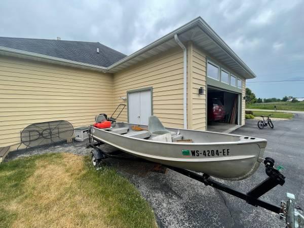 Photo 14 FOOT ALUMA CRAFT GREAT FISHINGRELAXATION BOAT - $400 (Kohler)