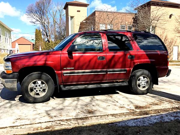 Photo 2001 Chevy Tahoe LS 4x4 - $3600 (Sheboygan)