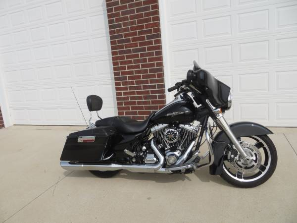 Photo 2010 Harley Davidson Street Glide quot Super Clean quot - $10,999 (Green Bay)
