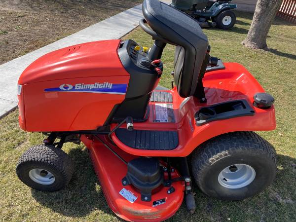 Photo 2013 Simplicity Regent EX lawn tractor - $1,600 (Sheboygan South)