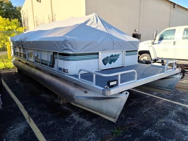 Photo 24 Foot Suncruiser Pontoon - $6,500 (Hartford)