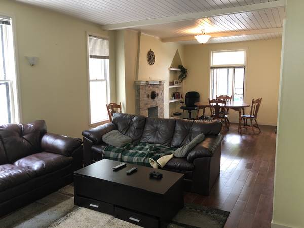 Photo $550 One Bedroom for Sublet (Milwaukee)