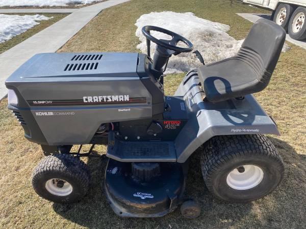 Photo Craftsman LT4000 lawn tractor - $400 (Sheboygan South)