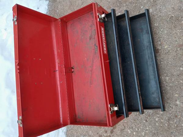 Photo Craftsman Tool Chest - $25 (West Bend)
