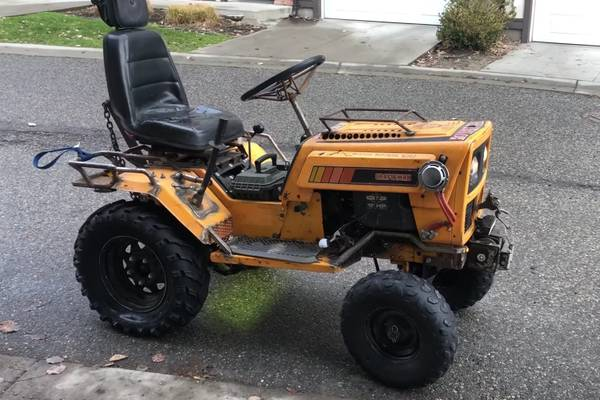 Photo I will pick up your unwanted yard machines. Lawn mowers, trimmers, edg (Pick up)