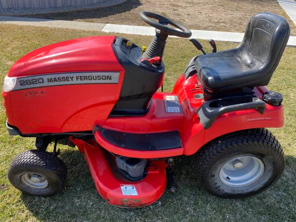 Photo Massey Ferguson (Simplicity Broadmoor) lawn tractor - $1,300 (Sheboygan South)