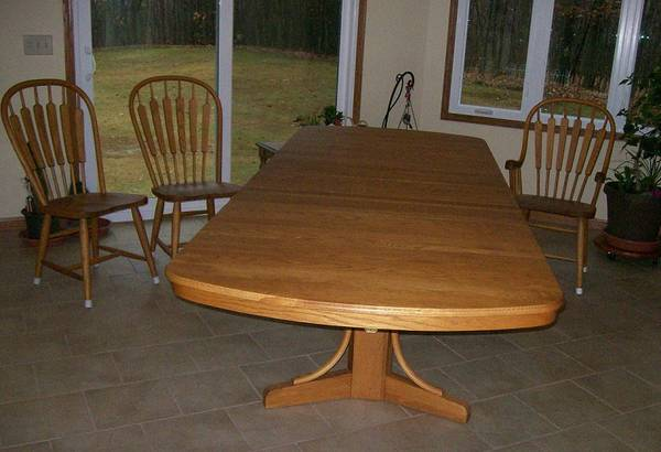 Photo Richardson Bros Dining Table  Chairs - $1,000 (Rural Oakfield)