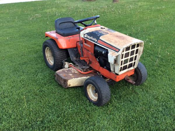 Photo Simplicity 7016 Sovereign tractor - $550 (Kiel)
