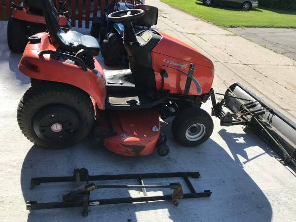 Photo Simplicity Legacy Garden Tractor with 60 mower deck  60 snow plow - $2200 (Sheboygan South)