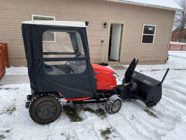 Photo Simplicity Prestige 4x4 Garden Tractor - $6,000 (Sheboygan South)