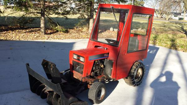 Photo Simplicity Sovereign Tractor snow blower and cab - $3,100 (Port Washington)