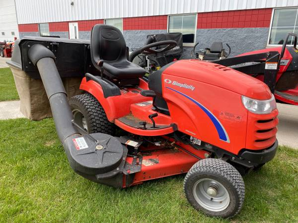 Photo Used Simplicity Prestige Lawn Tractor w3 Bag Grass Collection (waldo)
