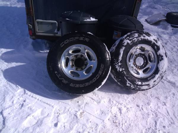 Photo dodge truck rims - $100 (Plymouth)