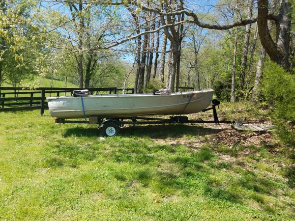 Photo 1239 Jon Boat with 5 Hp motor - $1,200 (Thompsons Station)