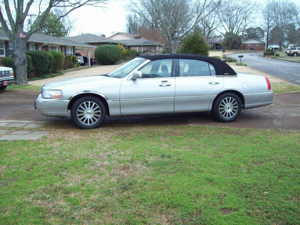 Photo 2003 Lincoln Town Car Limited - $3200 (Florence, Al)