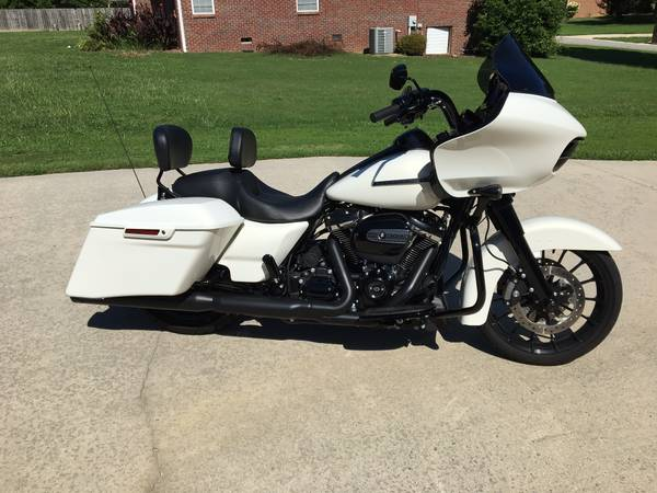 Photo 2018 HARLEY DAVIDSON ROAD GLIDE SPECIAL - ONLY 2,310 MILES  - $22,800 (CULLMAN)