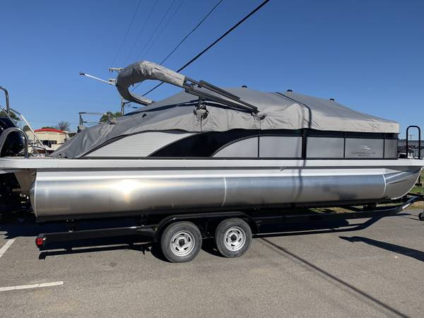 Photo Bennington Pontoon Boat Show Special Long Term Financing Available