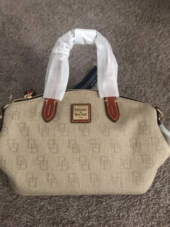 Photo NEW Dooney and Bourke handbag - $75 (Murfreesboro)
