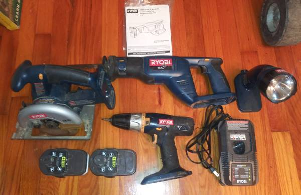 Photo Ryobi 4 pc Cordless Tool Set w2 Batteries 18V - $120 (Lawrenceburg)