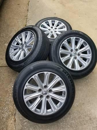 Photo Set of 4 Honda Rims  Michelin 235-710 R460A All Season Tubeless Tires - $400 (Decatur al)