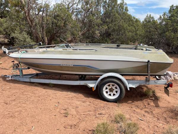 Photo 16ft Used Boat Needs Work Trailor Solid - $400 (Show Low Pines 9)