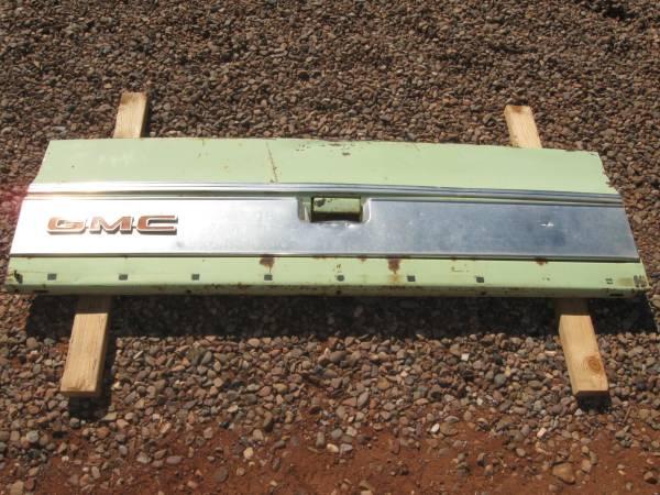 Photo 197039s GMC Truck Tailgate - $125 (snowflake)