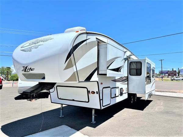 Photo 2014 Keystone Cougar 29FT 2 Ac Units 3 Slide Outs - $26,900 (Apache Junction)