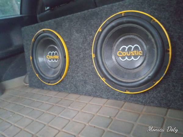 Photo Coustic 2 12 inch sub box with subs 800whatt . Amp wiring kit and I39ll instal - $10,000,000,000 (Show Low)
