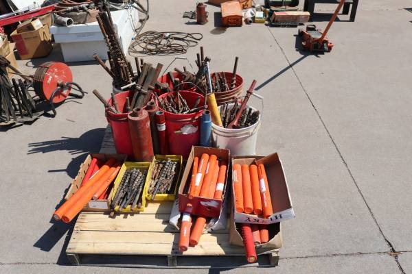 Photo Hilti and Jack Hammer Bits For Sale New and Used - $5 (LAKESIDE)