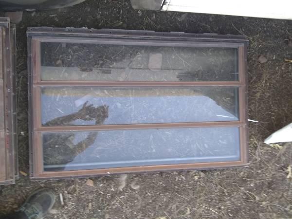 Photo Old crank style RVTravel trailer Windows - $100 (White Mountain Lake)