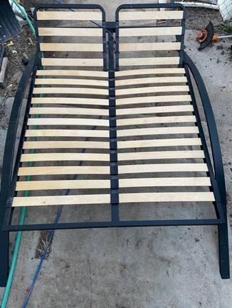 Photo Queen bed frame - $65 (White Mountain Lakes)