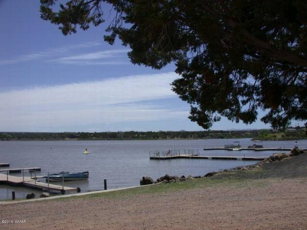 Photo REDUCED 75 Lake (Private)  Golf CourseWater SkiFishLiveEnjoy (White Mountain Lake 600039  Private Lake and Golf Course Lo)
